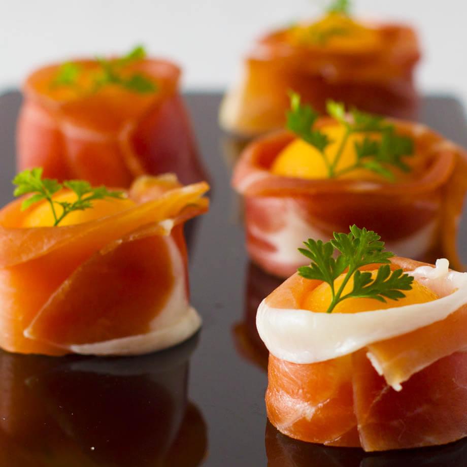 風乾帕爾馬火腿伴香瓜串 Smoked Salmon Vol Au Vent