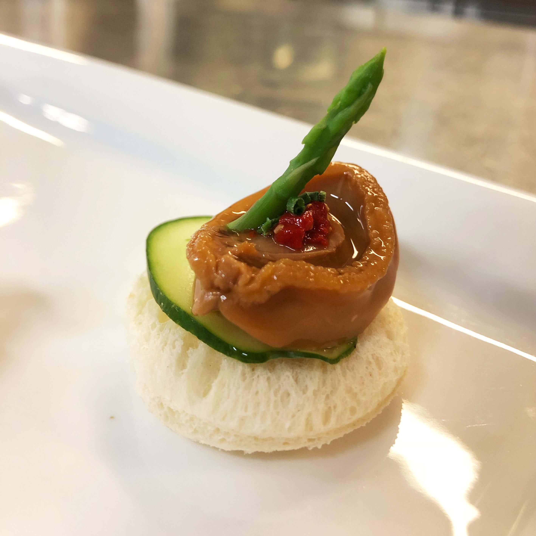 紅燒一口鮑魚伴枸子醬 abalone