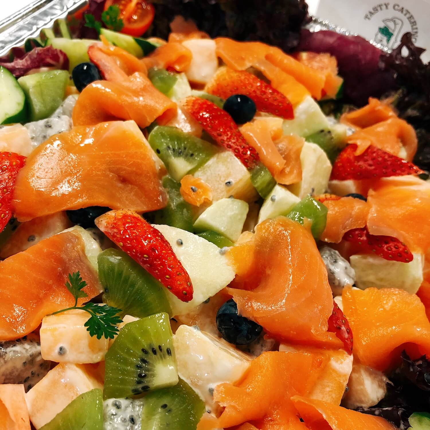 煙三文魚鮮果沙律 Fresh Fruit Salad with Smoked Salmon